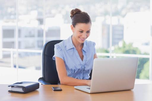 6 cách chống đau lưng, mệt mỏi khi làm việc văn phòng
